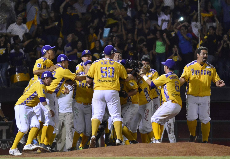 FESTEJAN LOS DORADOS campeones 2015