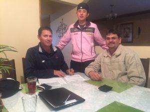 Acompañado de su Padre y el representante de Boston en México